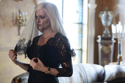 Penélope Cruz es Donatella Versace en EL ASESINATO DE GIANNI VERSACE AMERICAN CRIME STORY - FX - Divulgação