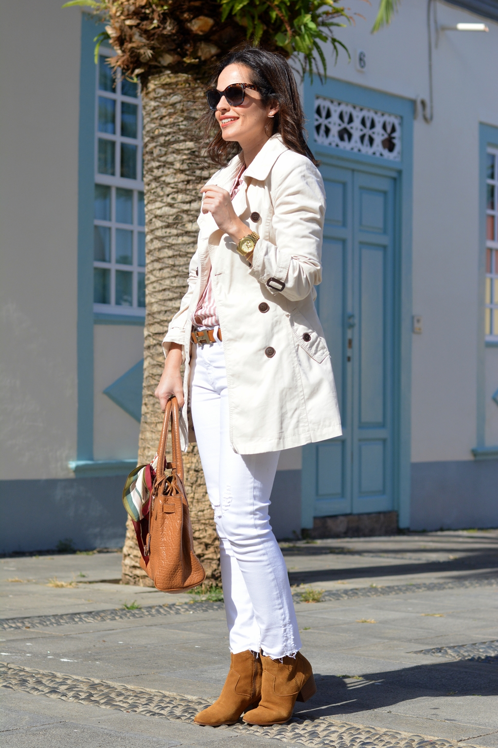 outfit-total-white-trench-street-style