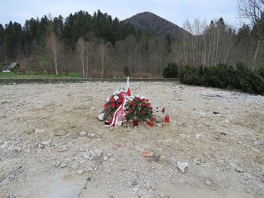 Plac, gdzie stał pomnik gen. K. Świerczewskeigo.