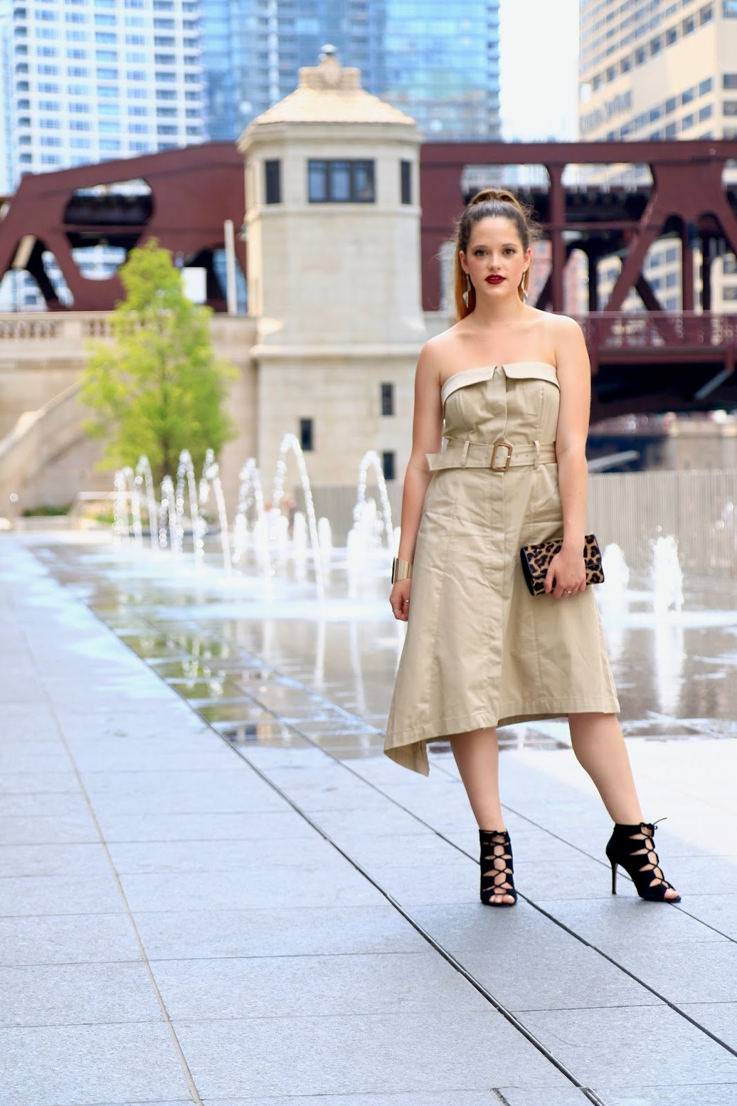 NYC Fashion blogger Kathleen Harper of Kat's Fashion Fix wearing Chicago summer style