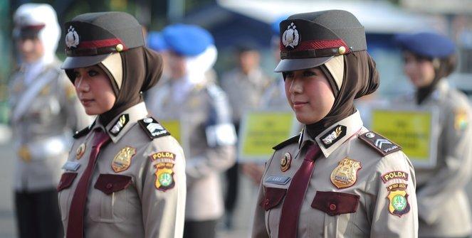 Polisi Terjunkan 300 Polwan Berhijab Digaris Terdepan untuk Hadapi Demo 4 November