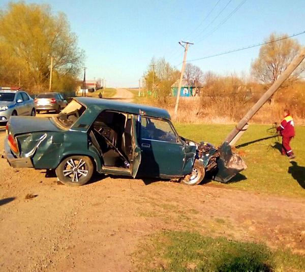 Нетрезвый водитель без прав снёс столб