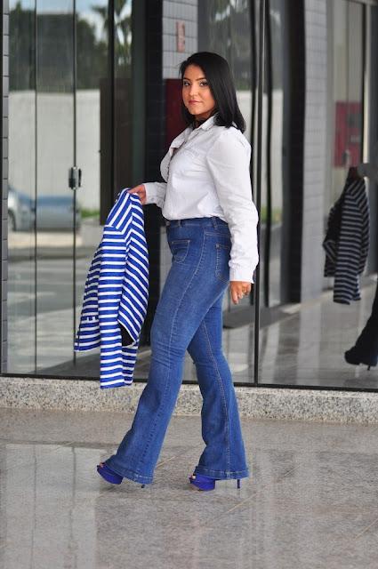 Para usar no trabalho: Camisa Jeans+ Calça Flare Jeans+ Casaco de listras