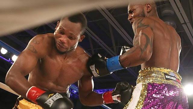 Yunieski González (d) demuele al boxeador de Ghana Maxwel Amponsah. Foto: Pedro Portal pportal@miamiherald.com