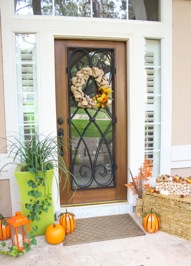 Such a pretty fall front porch!