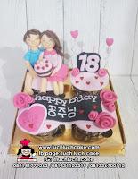 Cupcake Romantis Pasangan Cowok dan Cewek