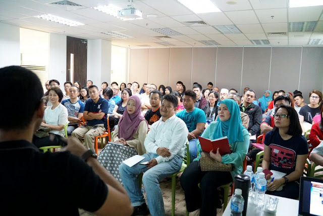 Lelong.my eCommerce Education Center packed classes