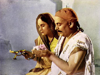 Durga Khote and Pagnis in 1940 film Narsi Bhakt