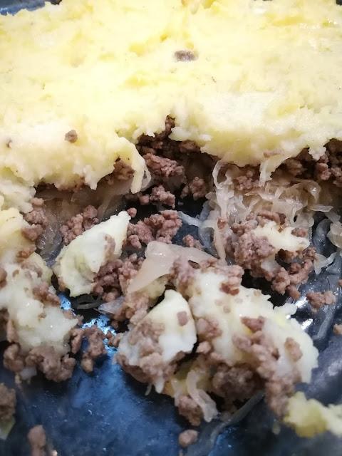 Hackfleischauflauf mit Sauerkraut und Kartoffelpüree