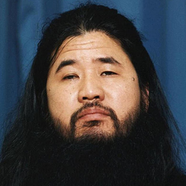 Shoko Asahara pemimpin sekte aum shinrikyo yang di hukum mati