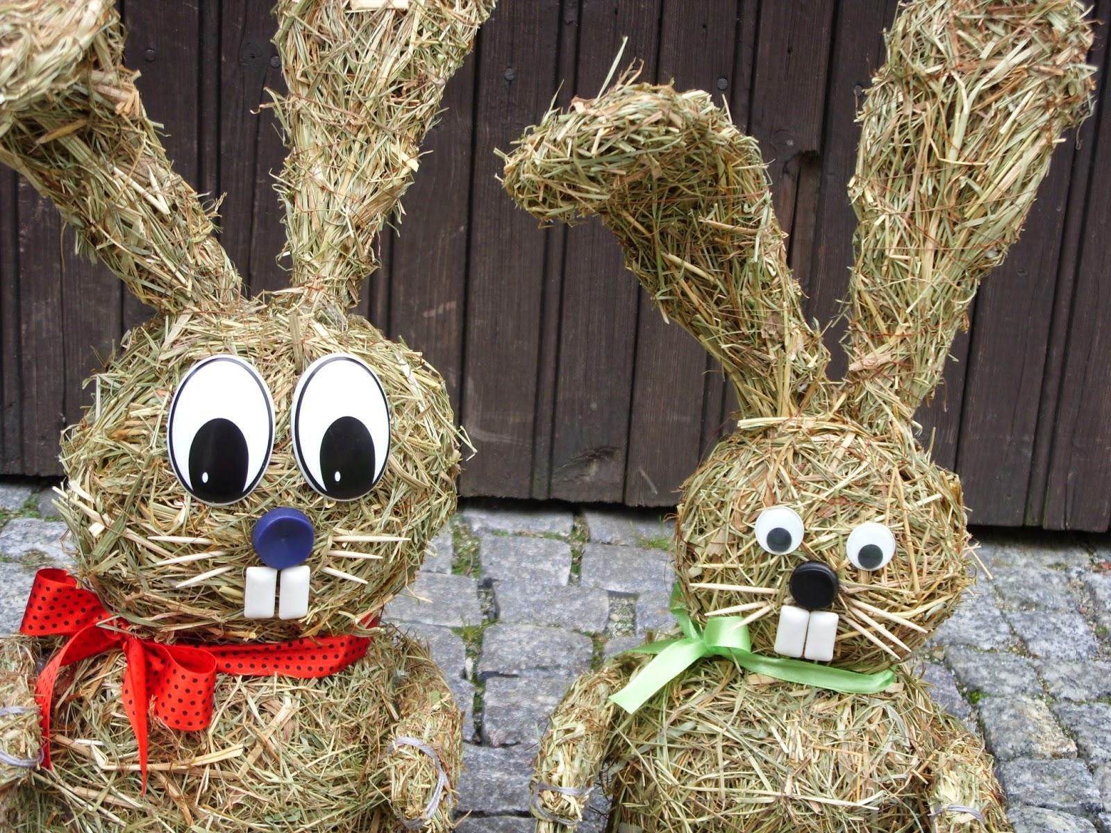 Wesołych Świąt Wielkanocnych życzy zając z siana