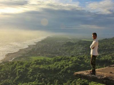 Bukit Parangndog: Spot Terbaik Berburu Sunset di Jogja
