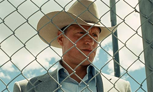 Woody Harrelson as the cocky bounty hunter Carson Wells, in No Country for Old Men (2007), Directed by Joel and Ethan Coen