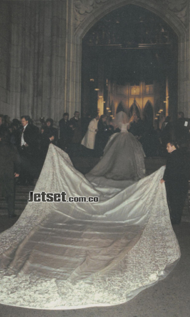 Red Carpet Wedding: Th...