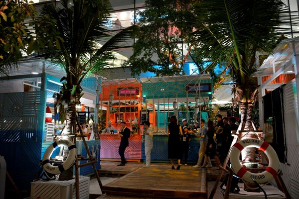 Green Pear Diaries, pop up stores, The EM District World's pop up beach, Bangkok, Tailandia