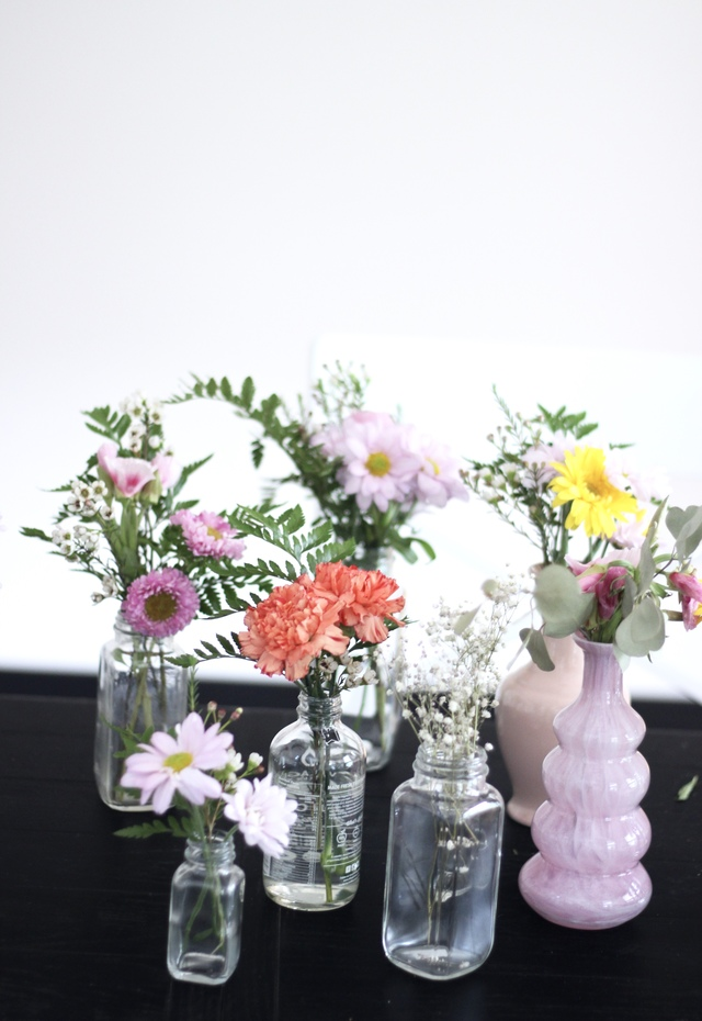 How to get the most out of a grocery store bouquet. Turn 1 bouquet into 10 mini arrangements.