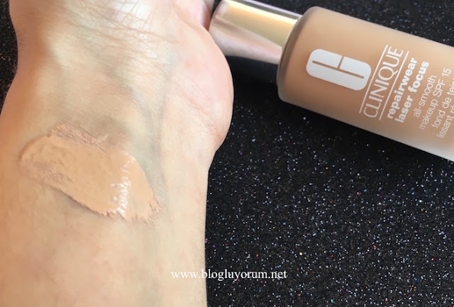 clinique repairwear laser focus fondöten swatch