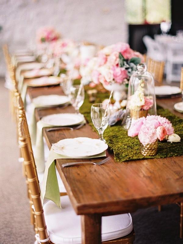 camino de mesa de musgo para boda chicanddeco