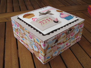 cartonnage, cartonaje, caja, boite, cupcake, punto de cruz, point croix, cross stitch