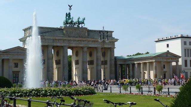 ブランデンブルク門、夏のベルリン観光地