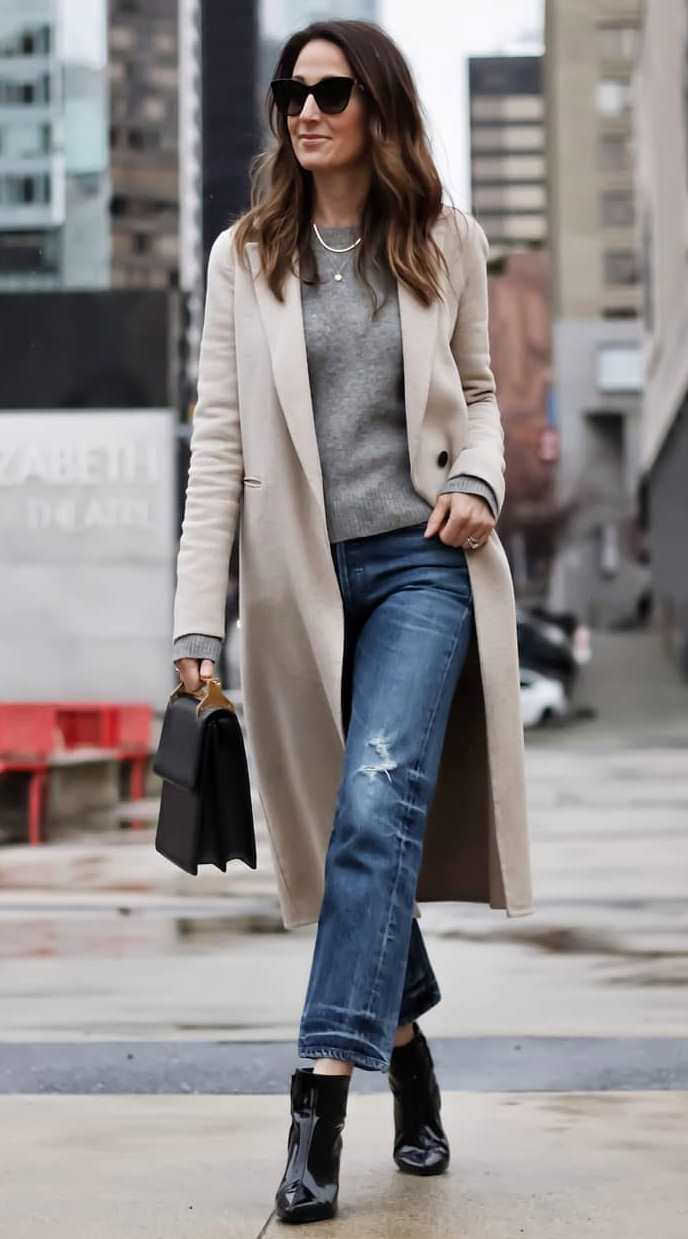 beautiful fall outfit for everyday / nude coat + sweater + bag + boots + jeans