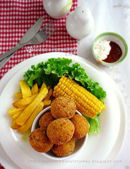 Cheesy Chicken Balls/ Bola Ayam keju | Çitra's Home Diary. #cheesestuffedmeatball #chickenmeatball #chickenrecipeidea #cheesymeatball #resepmasakanindonesia