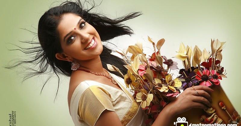Malayalam Actress Aparna Nair Hot New Photos In Saree And