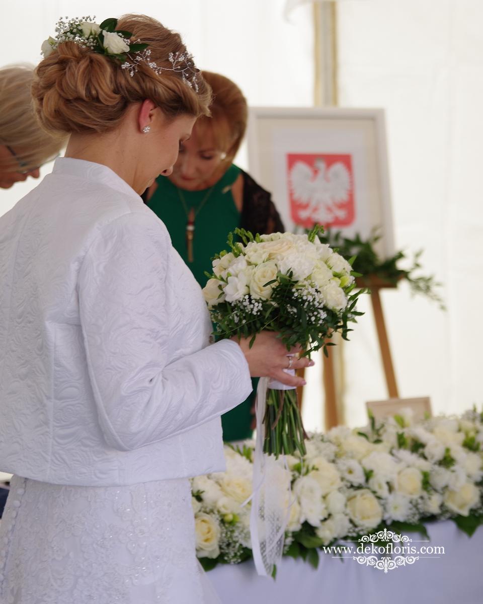 Bukiet ślubny Panny Młodej - białe róże i frezje Opole