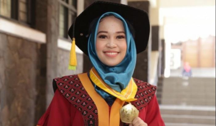 Buat Skripsi Dengan Tema #2019GantiPresiden, Mahasiswi Unpad Ini Jadi Wisudawati Terbaik