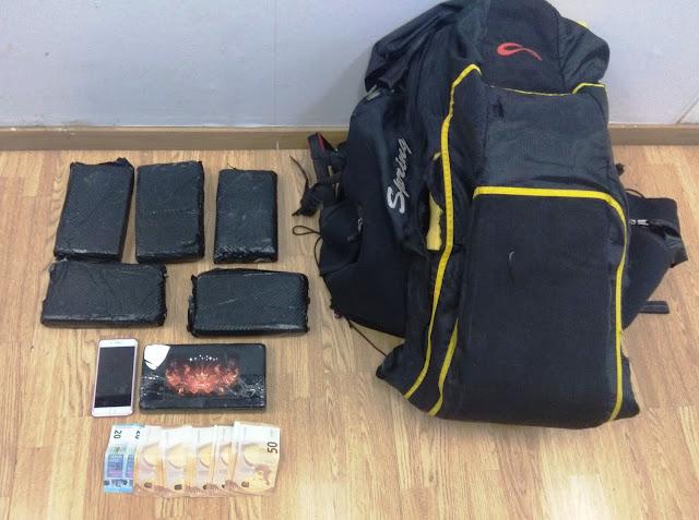 Σύλληψη 25χρονης για εισαγωγή στη χώρα 6,5 κιλών ηρωίνης