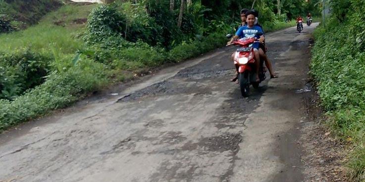 Pemeliharaan jalan Banjarejo-Sengguruh Kecamatan Pagelaran, Kabupaten Malang yang diduga proyek fiktif.