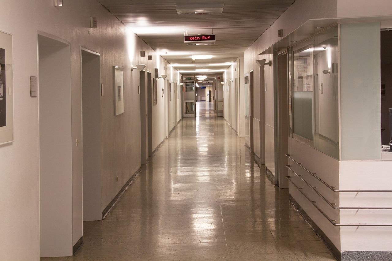 Pavimenti in resina negli ospedali pavimenti e pareti in resina