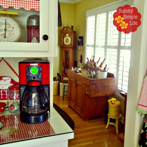 view of country decor from vintage kitchen