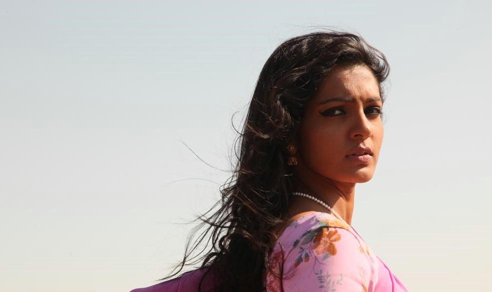 parvathi menon and dhanush - photo #5