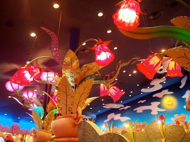 Queen of Hearts Banquet Hall, Tokyo Disneyland, Japan