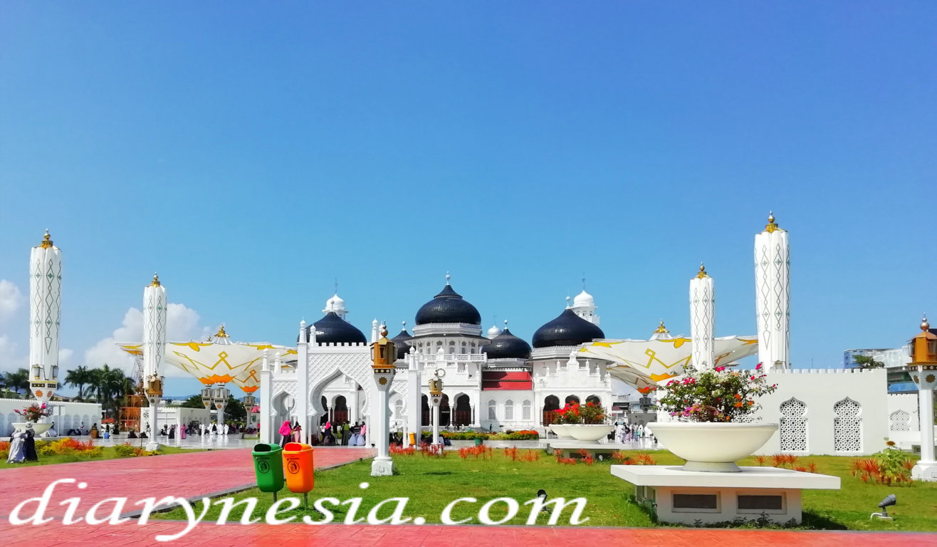 baiturrahman grand mosque tourism, must visit in aceh, tourist attraction in aceh, diarynesia