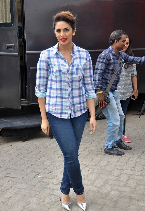 Huma Qureshi Hot Smiling Photos In Blue Shirt Tight Jeans