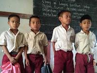 Hadiah Presiden Jokowi Untuk Anak SD di Perbatasan