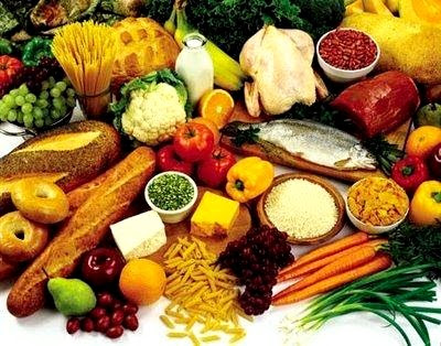 Foto de varios alimentos que tienen vitaminas