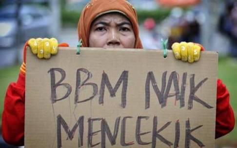 Ilustrasi warga menolak kenaikkan harga bbm.