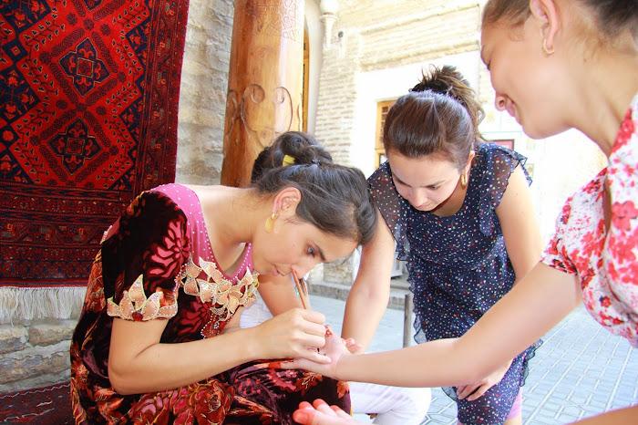 Ouzbékistan, Boukhara, Madina, miniaturiste, henné, © L. Gigout, 2012