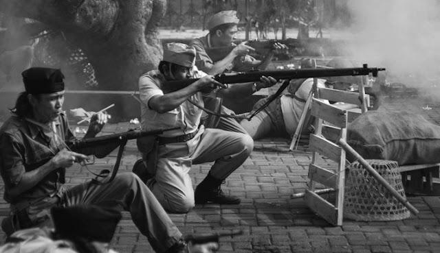 Bak PASUKAN HANTU, Pasukan JANUR KUNING Muncul Dari Dalam Tanah...MERAYAP MENYERGAP Belanda Yang Masih Terlelap...!!