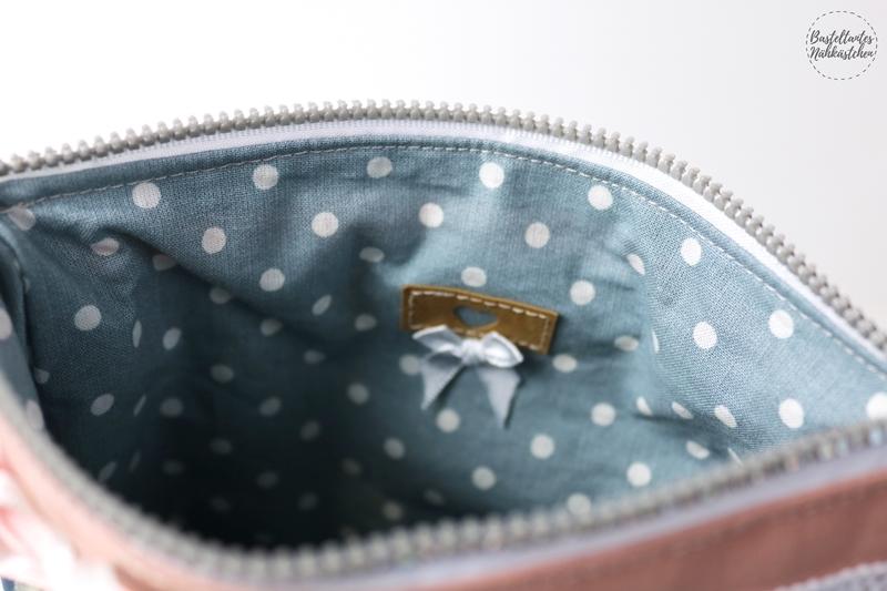 Details Innenfutter - Kosmetiktäschchen Susie von Pattydoo aus Altrosa und blauen Stoff mit mit Kattas und weiß gepunkteten Innenfutter