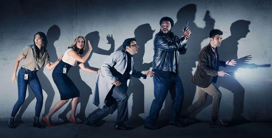 Annie, Ava, Barry, Leroy y Max en un poster promocional de la primera temporada de Ghosted