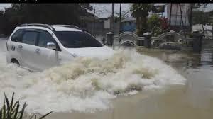 Tips Saat Melewati Genangan Banjir