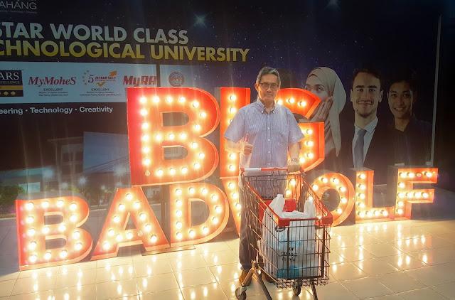 The Big Bad Wolf Book Sale Pahang gets Honorary Visit from the Vice Chancellor of Universiti Malaysia Pahang