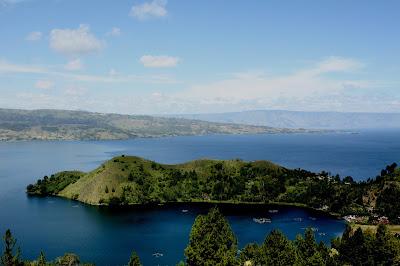 Pemandangan Sekitar Danau Toba