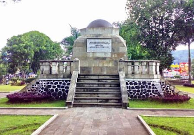 Wisata Monumen Alun Alun