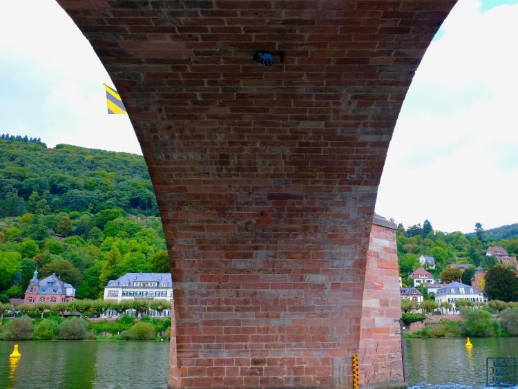 Le Chameau Bleu - Blog Voyage Heildeberg Allemagne - Sous le vieux pont d'Heidelberg Allemagne