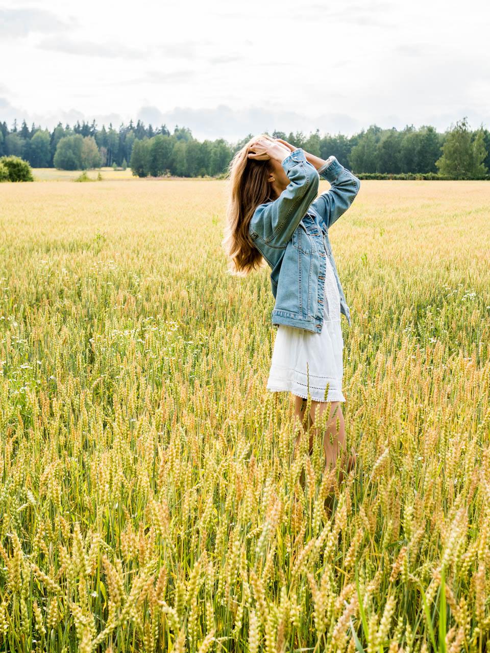 fashion-photography-girl-on-a-field-summer-dress-denim-jacket
